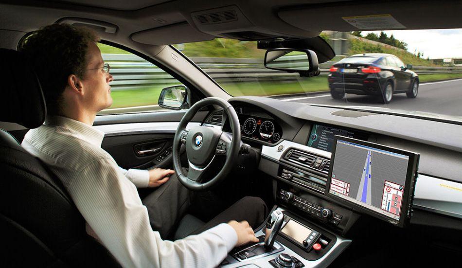 coche conduce solo alemania